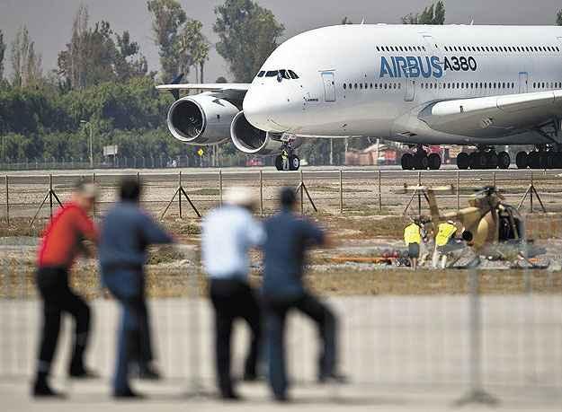 O aeroporto de Guarulhos, em S�o Paulo, n�o tem capacidade para receber um Airbus A380 - Martin Bernetti/AFP