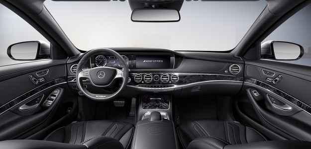O carro conta com volante esportivo AMG- com aro caracter�stico revestido (Mercedes/divulga��o )