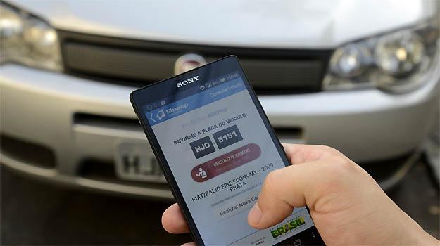 Quando um  carro roubado � identificado, o usu�rio pode acionar a pol�cia imediatamente, atrav�s do pr�prio aplicativo -