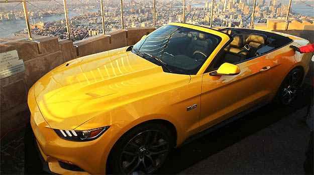 Ford apresenta Mustang 2015 no terra�o do Empire State, em Nova York