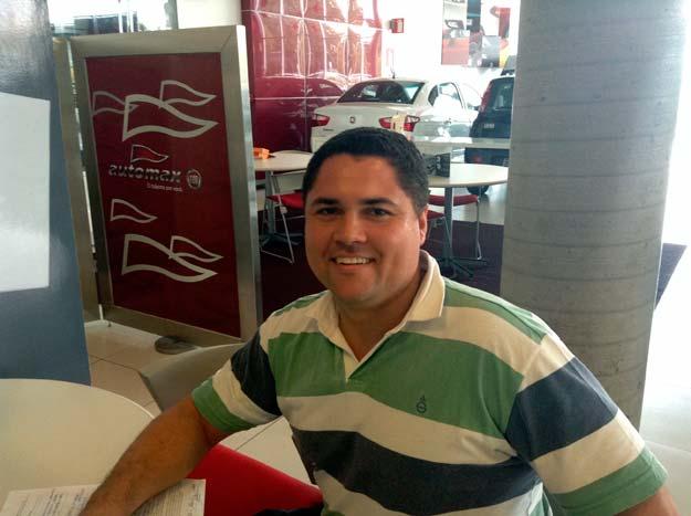 O desenhista t�cnico Daniel Rosa Gon�alves adquiriu um Siena 1.4 EL na Fiat Automax  (Marcus Celestino/EM/D. A Press )