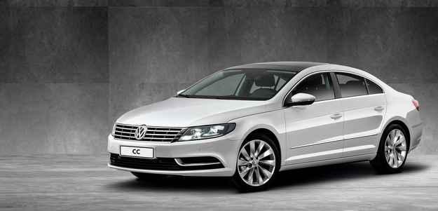 No visual, o CC possui grade cromada na dianteira, os far�is bixen�nio e as luzes de curva est�ticas (Volkswagen/divulga��o)
