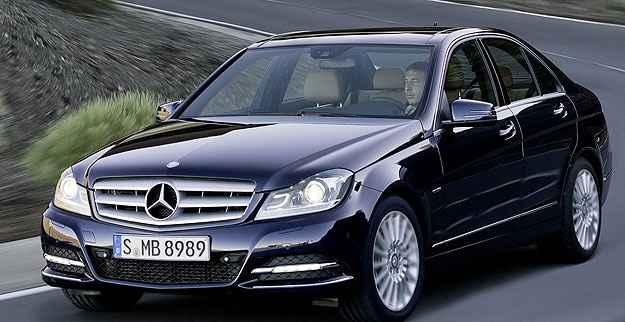 Vrum Responde - Loja empurra diamantiza��o na pintura de Mercedes-Benz zero km. Tudo certo?