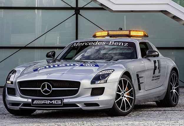 Para n�o fazer feio � frente dos carros de F-1, o safety-car � um Mercedes SLS  (Divulga��o)