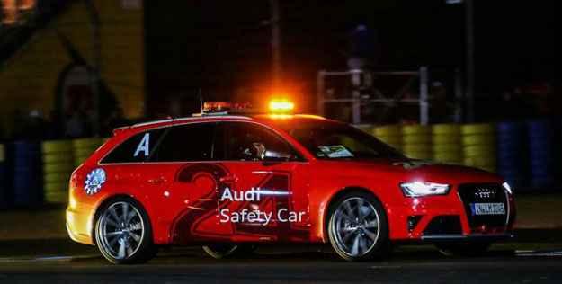 Uma perua Audi RS4 puxou a fila dos b�lidos que vararam a madrugada em Le Mans (Divulga��o)