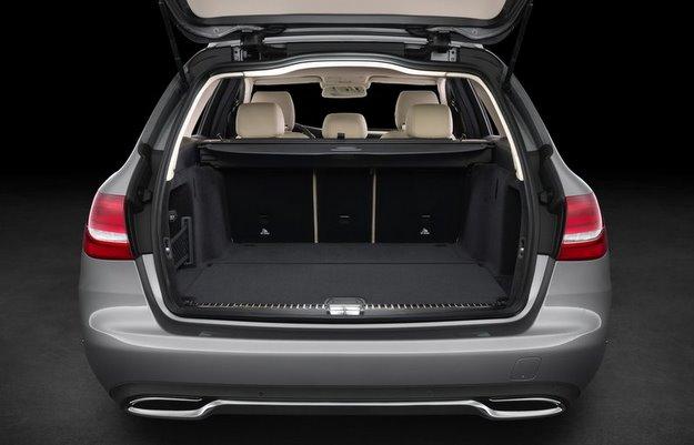 Capacidade do porta-malas � de 490 litros  (Mercedes-Benz/divulga��o)