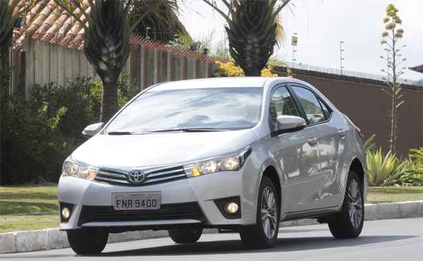 Toyota Corolla XEI tem estilo mais atual, mas sofre com falta de equipamentos