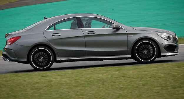 Entre os equipamentos de seguran�a est�o freios adaptativos com sistema de assist�ncia (BAS) - Mercedes-Benz/Divulga��o