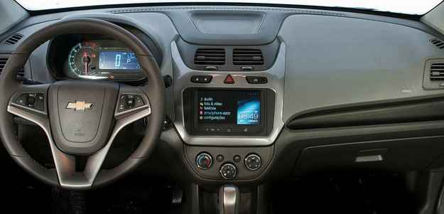 Ve�culo possui painel com veloc�metro digital e bot�o para a abertura do porta-malas  (Chevrolet/divulga��o)