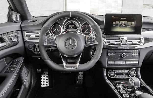 No interior, modelo passou a contar com tela sens�vel ao toque de oito polegadas (Daimler AG - Global Communicatio)