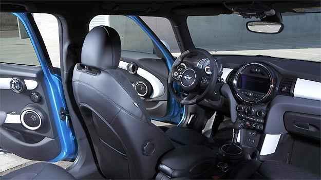 Interior mant�m a sofistica��o com materiais de qualidade e montagem esmerada