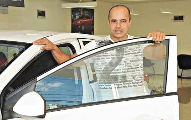 Edson Eduardo Soares da Cruz negocia HB20 na Hyundai Caoa - Cristina Horta / EM / D.A Press