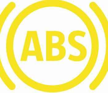 Motoristas reagem de forma diferente quando o ABS age e o pedal vibra