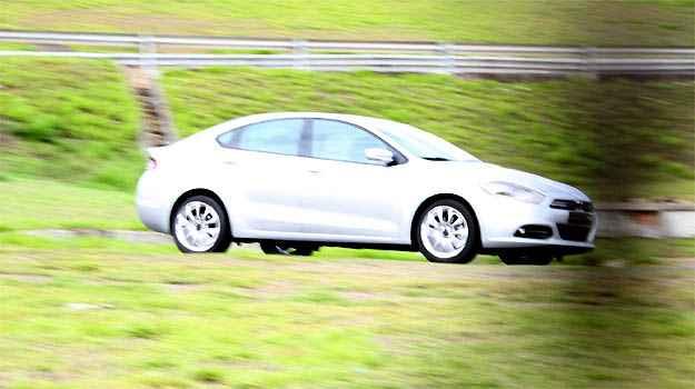 Modelo Dart (o Viaggio da Dodge), foi flagrado em testes em Betim (Marlos Ney Vidal/EM/D.A PRESS)