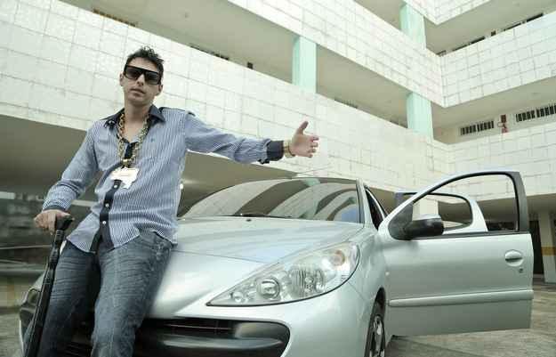 MC Cego Abusado contracenou com seu sonho de consumo, o Hyundai Sonata, em um de seus clipes - Ivan Melo/Esp. DP/D.A PRESS