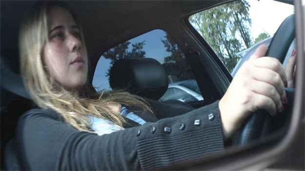 Bruna Ottoni passou susto ao volante aos 19 anos, mas escapou ilesa (Paulo Henrique Vivas/Esp. EM/D.A PRESS)