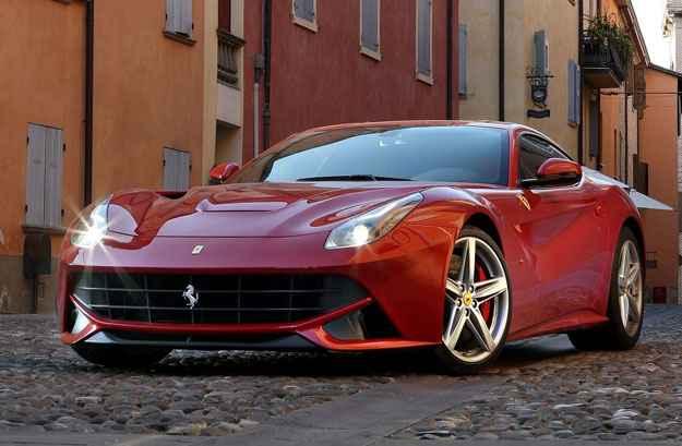 Ferrari F12 Berlinetta tem o IPVA 2015 mais caro em Minas: R$ 96.9 mil