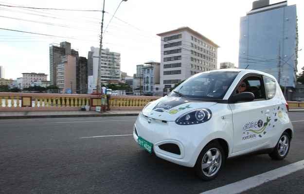 Vrum faz test-drive no carro el�trico compartilhado no Recife