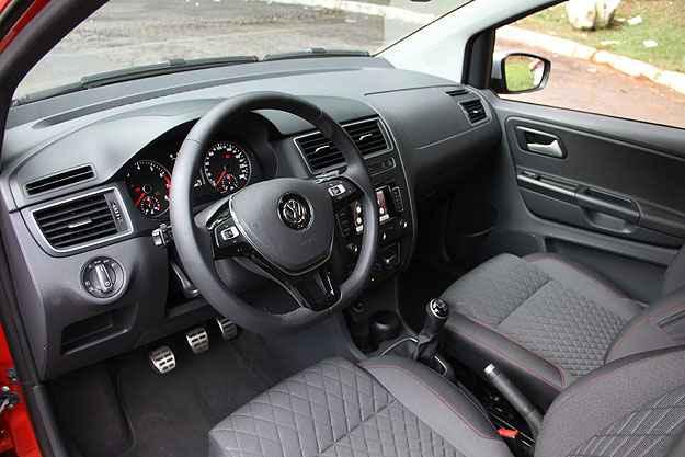 Interior tem bom acabamento e volante agrupa comandos diversos - Marlos Ney Vidal/EM/D.A Press