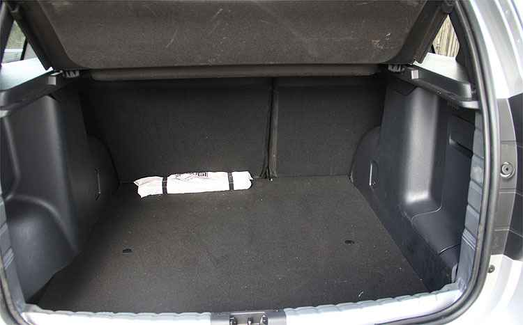 Porta-malas descomunal é um maiores dos atrativos do utilitário - Marlos Ney Vidal/EM/D.A Press