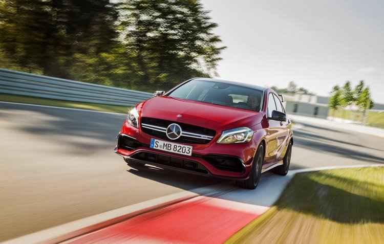 Mercedes-Benz revela A45 AMG 2016 na Europa
