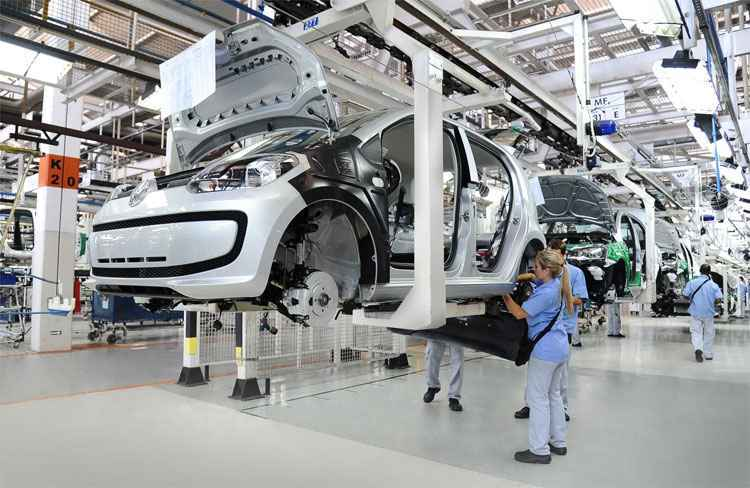 Ind�stria automotiva cortou 7,6 mil vagas no primeiro semestre