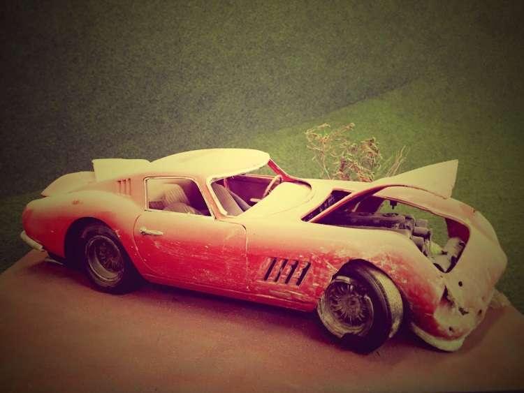 Exposi��o retrata hist�rias de carros acidentados e abandonados