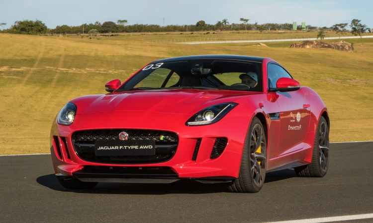 Jaguar F-Type 2016 � um verdadeiro m�ssil ingl�s