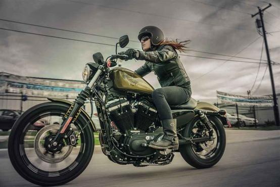 A Sportster Iron 883 tem novas rodas de liga leve    - Harley-Davidson/Divulgação