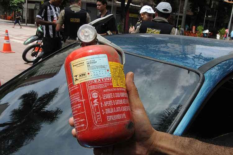 C�mara aprova anistia para condutores multados sem extintores de inc�ndio nos ve�culos
