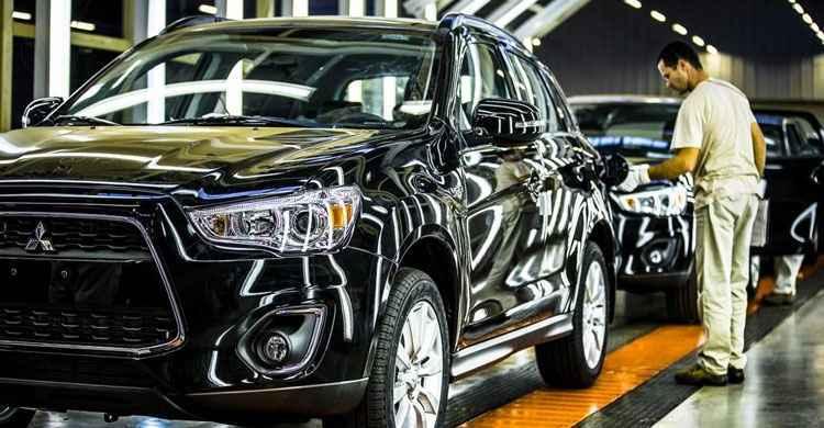 Mitsubishi demite cerca de 400 oper�rios em Goi�s, diz sindicato