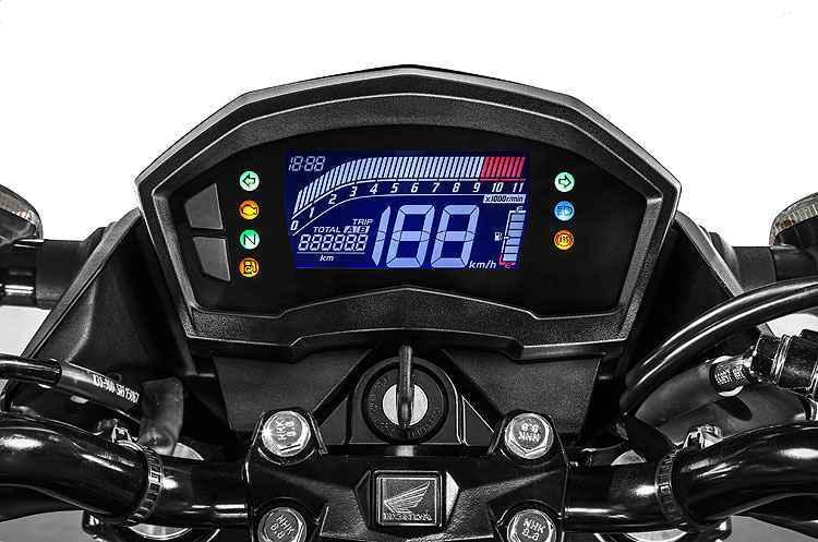 Painel é totalmente digital, com instrumentos de fácil leitura para o piloto - Caio Mattos/Honda/Divulgação