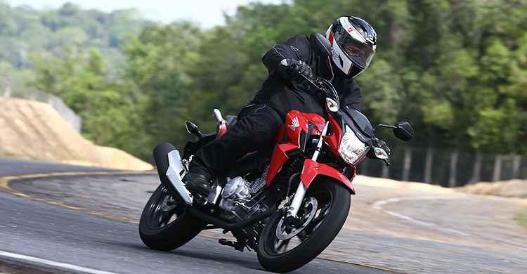 Honda CB 250 Twister tem visual naked esportivo e muita tecnologia