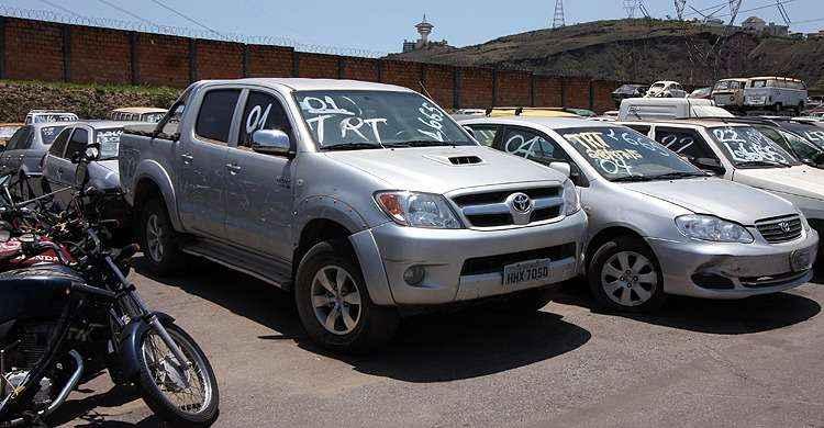 Leil�o oferece Toyota Hilux por R$ 14 mil outros 170 ve�culos em BH