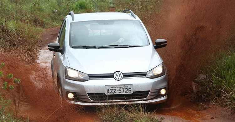 Volkswagen Fox Track 1.0 aposta em maquiagem aventureira e central multimídia