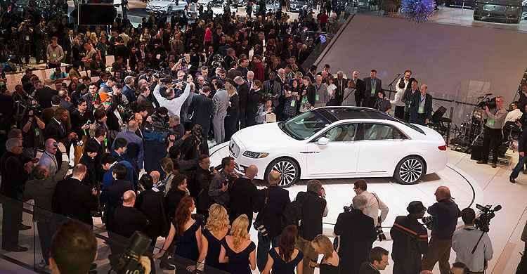Detroit apresenta novidades para o mercado americano, como o Lincoln Continental  - Scott Olson/Getty Images/AFP