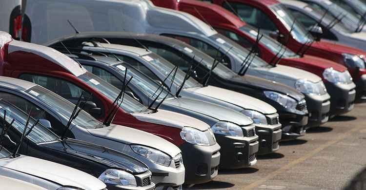 Produ��o de ve�culos cai 25,9% em 2015, aponta relat�rio do IBGE