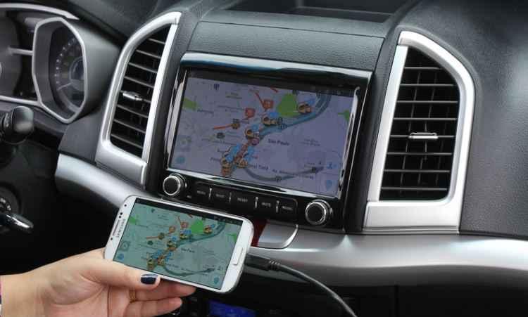 Central multim�dia traz fun��o Link, que permite conectar, espelhar e operar smartphones - Divulga��o/JAC