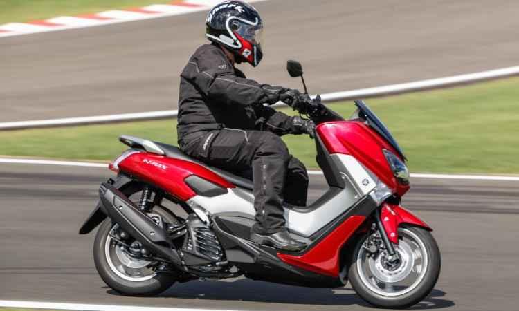 Scooter urbano Yamaha NMax 160 traz mordomias para encarar o tr�nsito