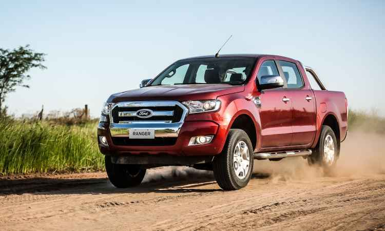 ford ranger 2017 evolui em seguran a com pre os de r a r vrum. Black Bedroom Furniture Sets. Home Design Ideas