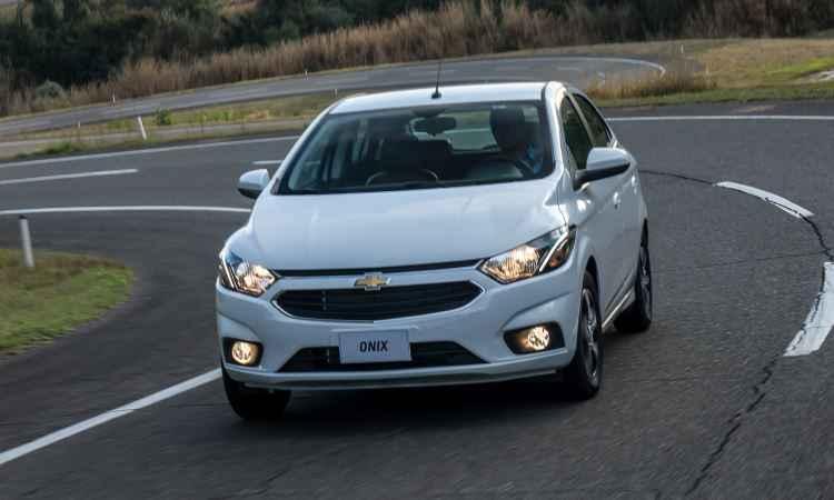 Chevrolet Onix e Prisma recebem primeira reestiliza��o e MyLink 2, a partir de R$ 44.890