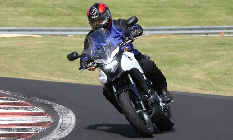 Honda CB 500X tem estilo aventureiro com jeit�o fora de estrada