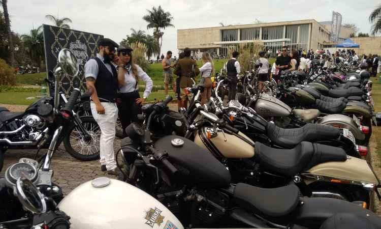 Distinguished Gentlemans Ride (DGR) re�ne 300 motociclistas em trajes de �poca em BH