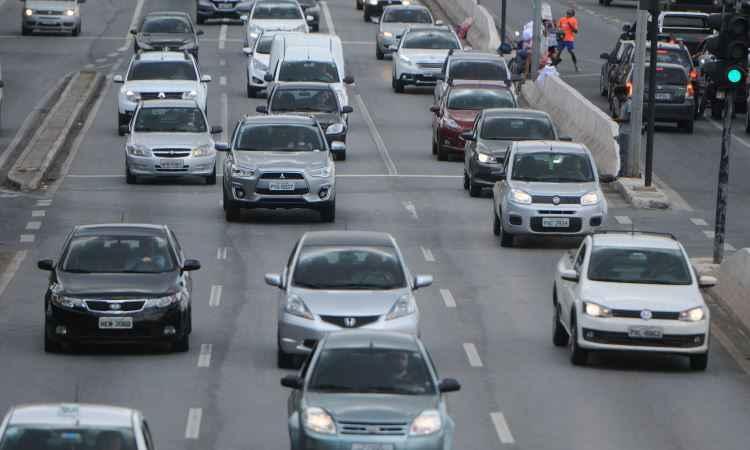 Autoridades apontam necessidade de refor�o na sinaliza��o para fiscaliza��o do farol baixo