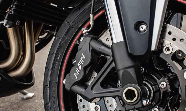 Os freios são a disco com ABS - Thiago Henrique/Triumph/Divulgação