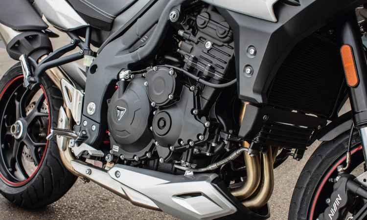O motor de três cilindros em linha conta com pacote eletrônico de gerenciamento - Thiago Henrique/Triumph/Divulgação