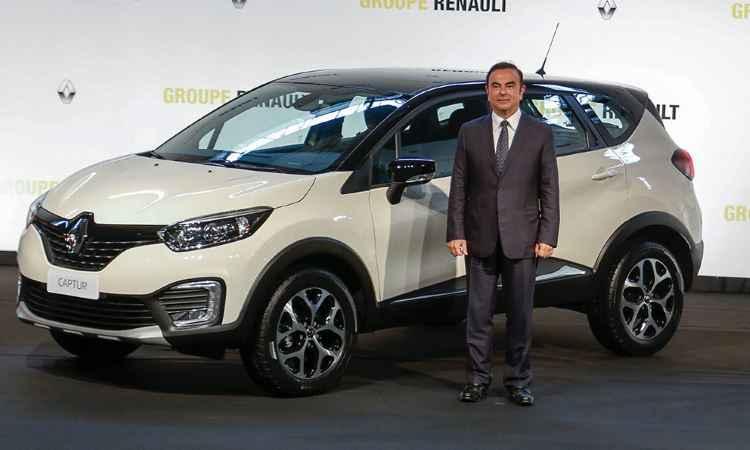 Renault Captur e o CEO da aliança Renault-Nissan, o brasileiro Carlos Ghosn - Rodolfo Buhrer/Divulgação Renault