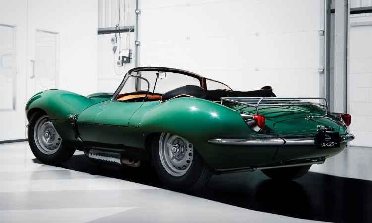 Seletos colecionadores terão nove unidades zero quilômetro do Jaguar XKSS na garagem