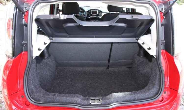 Espaço para bagagem é compatível com modelo - Edésio Ferreira/EM/D.A Press - 4/1/17