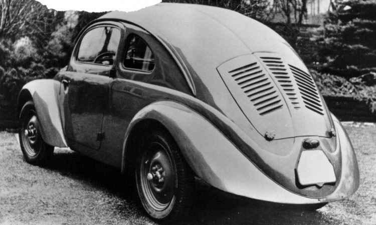 Uma das 30 unidades pré-série construídas entre 1936 e 1937 para testes de resistência, repare que não há vidro traseiro, para-choques e estribos - Volkswagen/Divulgação